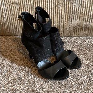 Black Shimmer Peep Toe Guess Heel Size 9!
